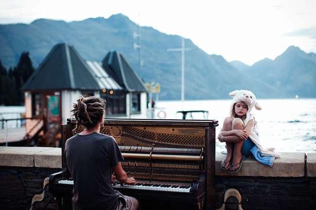 Ketika Sebuah Foto Membuat Orang Asing Menjadi Keluarga (Kisah Foto Pemenang NatGeo Traveler Photo Contest 2013)