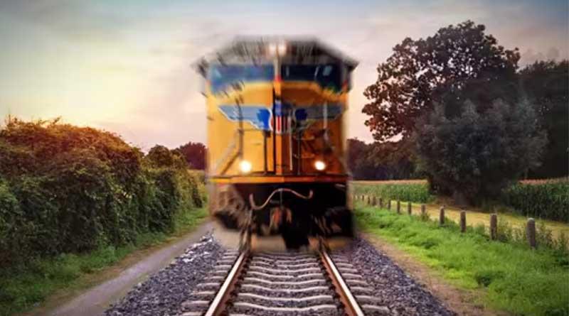 peringatan memotret di rel kereta